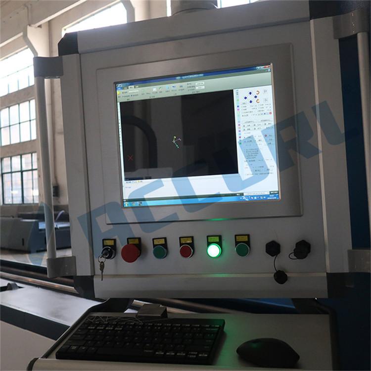 laserski stroj za rezanje cevi